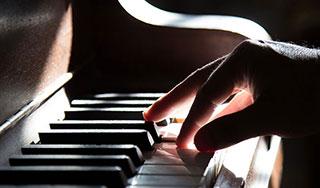 piano-hand